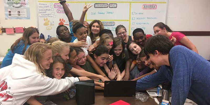 Walker students give online donation.