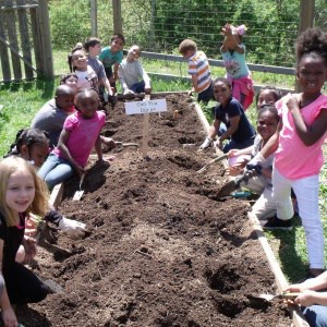 Kids in Jackson-Via garden