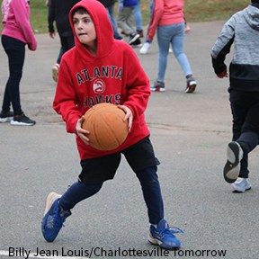 Walker student playing basketball at recess by Billy Jean Louis/Charlottesville Tomorrow